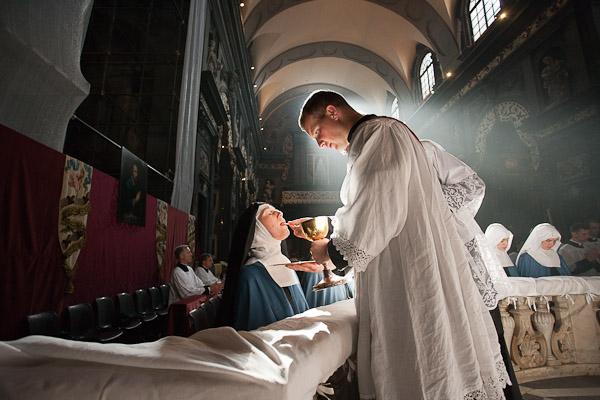 Původní účel mřížky – dodnes respektovaný tam, kde se slouží tradiční mše svatá