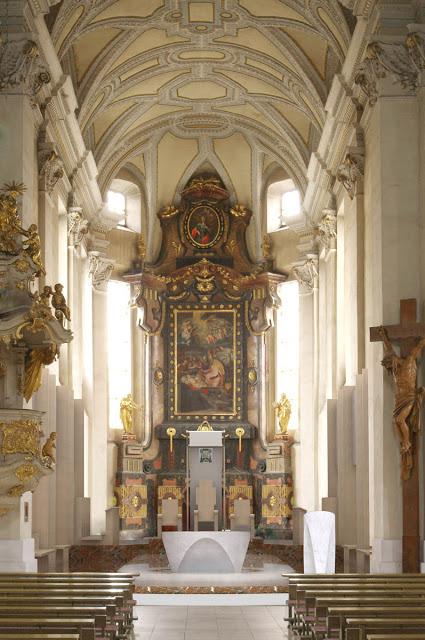 """""""Hříšný člověk chce totiž postavit do středu chrámového prostoru sám sebe, a to i při eucharistické slavnosti..."""""""